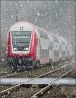 Verschiedenes/4266/steuerwagen-011-durchfaehrt-waehrend-einer-kraeftige Steuerwagen 011 durchfährt während einer kräftige Schneeschauer die Ortschaft Enscherange. 24.03.08 (Jeanny)